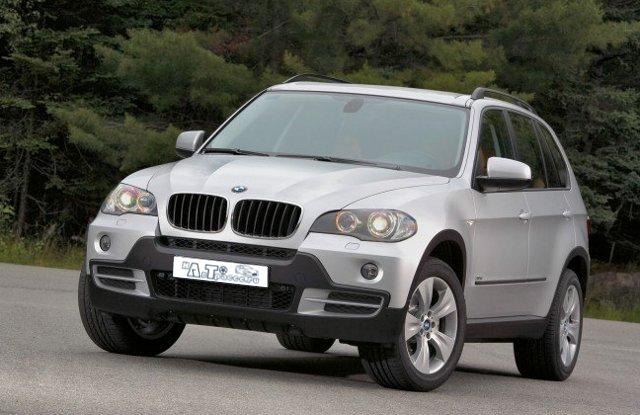 Фото. BMW X5. Вид спереди.