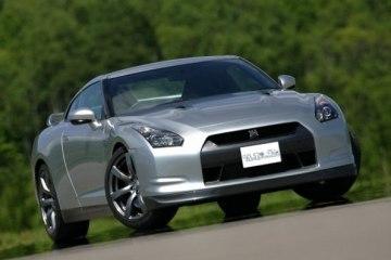 Фото. Nissan GT-R. Вид спереди.