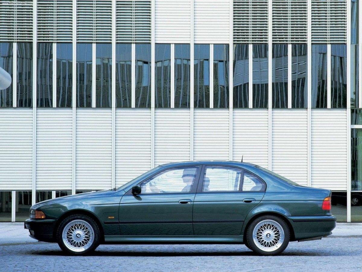 Фото BMW 540i (e34)