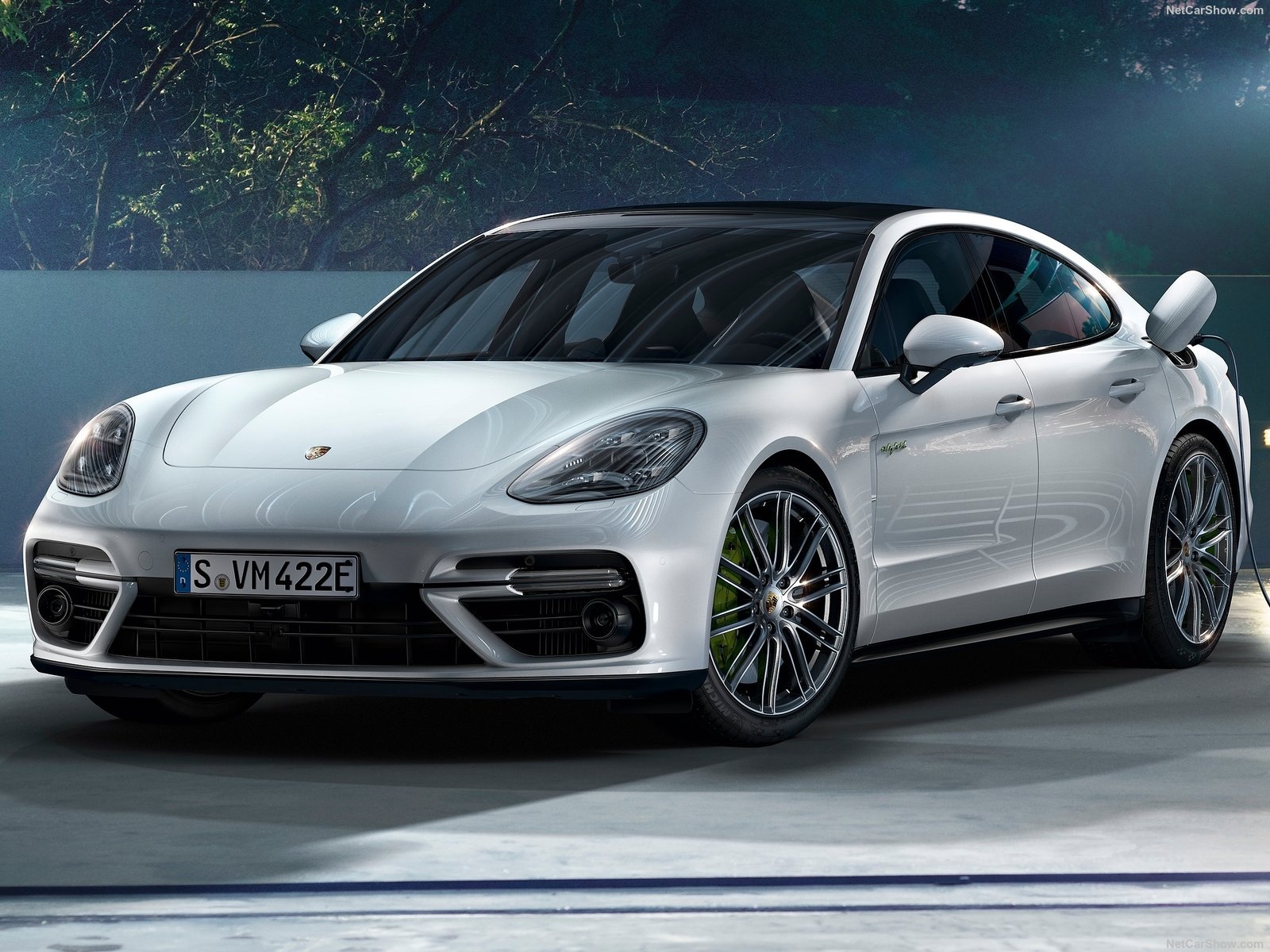 Porsche Panamera 2019 - комплектации, цены, фото и характеристики