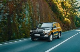 Toyota Land Cruiser 200 2020 года - 7-местный внедорожник с лучшими в своем классе системами помощи на бездорожье