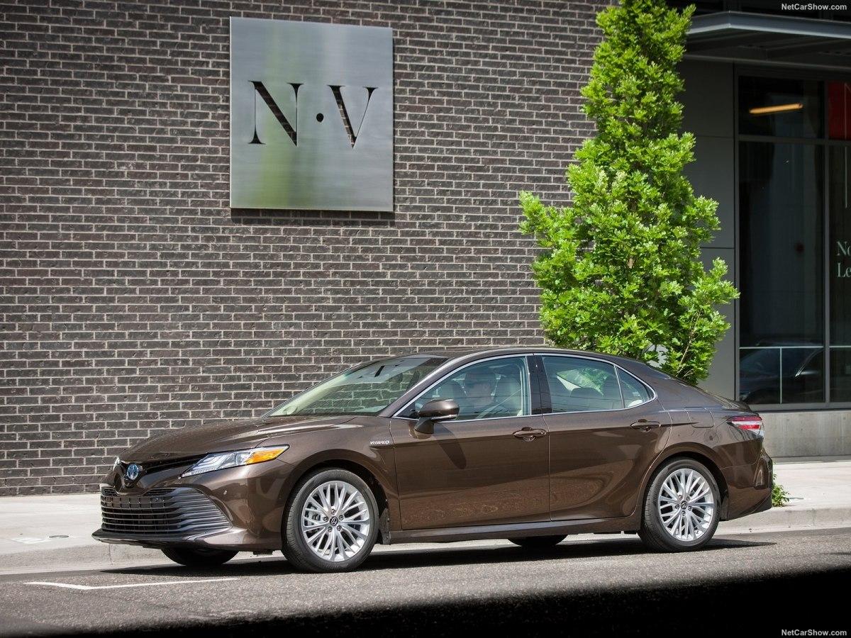 Toyota Camry 2020 года - лучший бизнес-седан с внешностью от Lexus и качественным комплексом безопасности