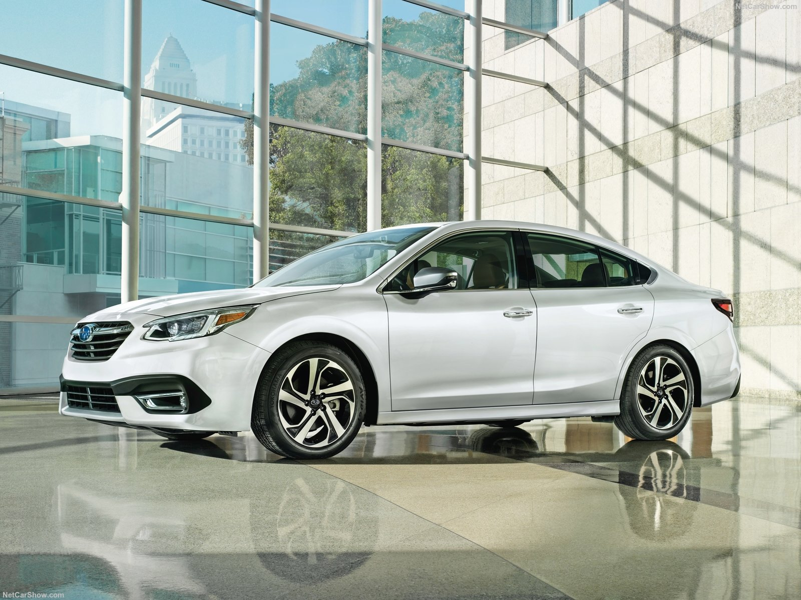 Обновленный Subaru Legacy 2019 прибыл в РФ: элегантный и мощный седан