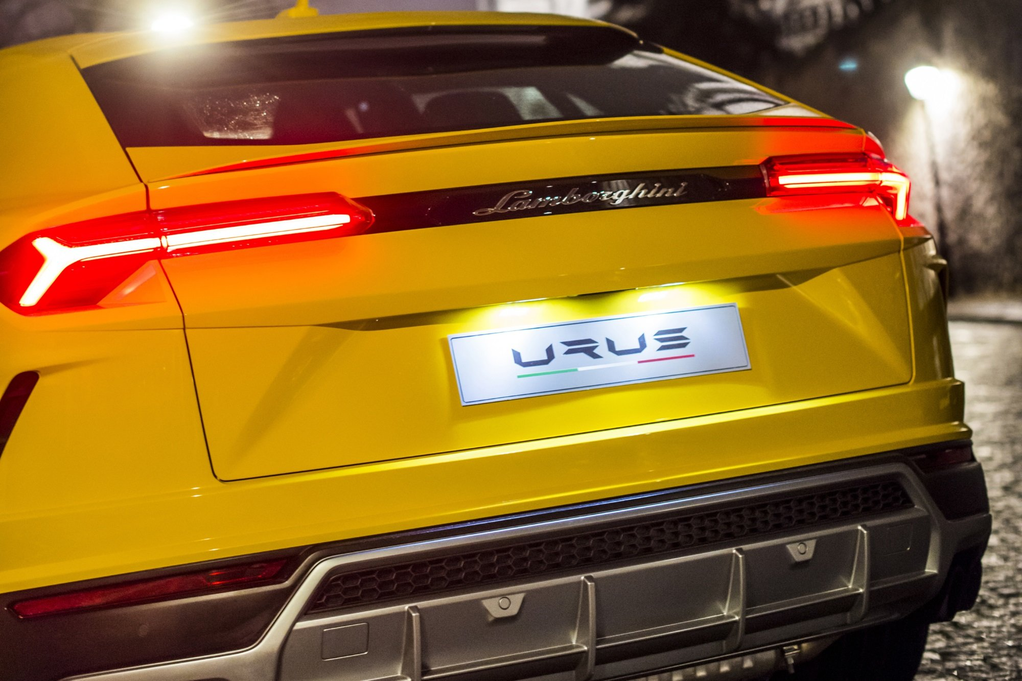 Компания Lamborghini отказалась от обвинений в отношении Aurus