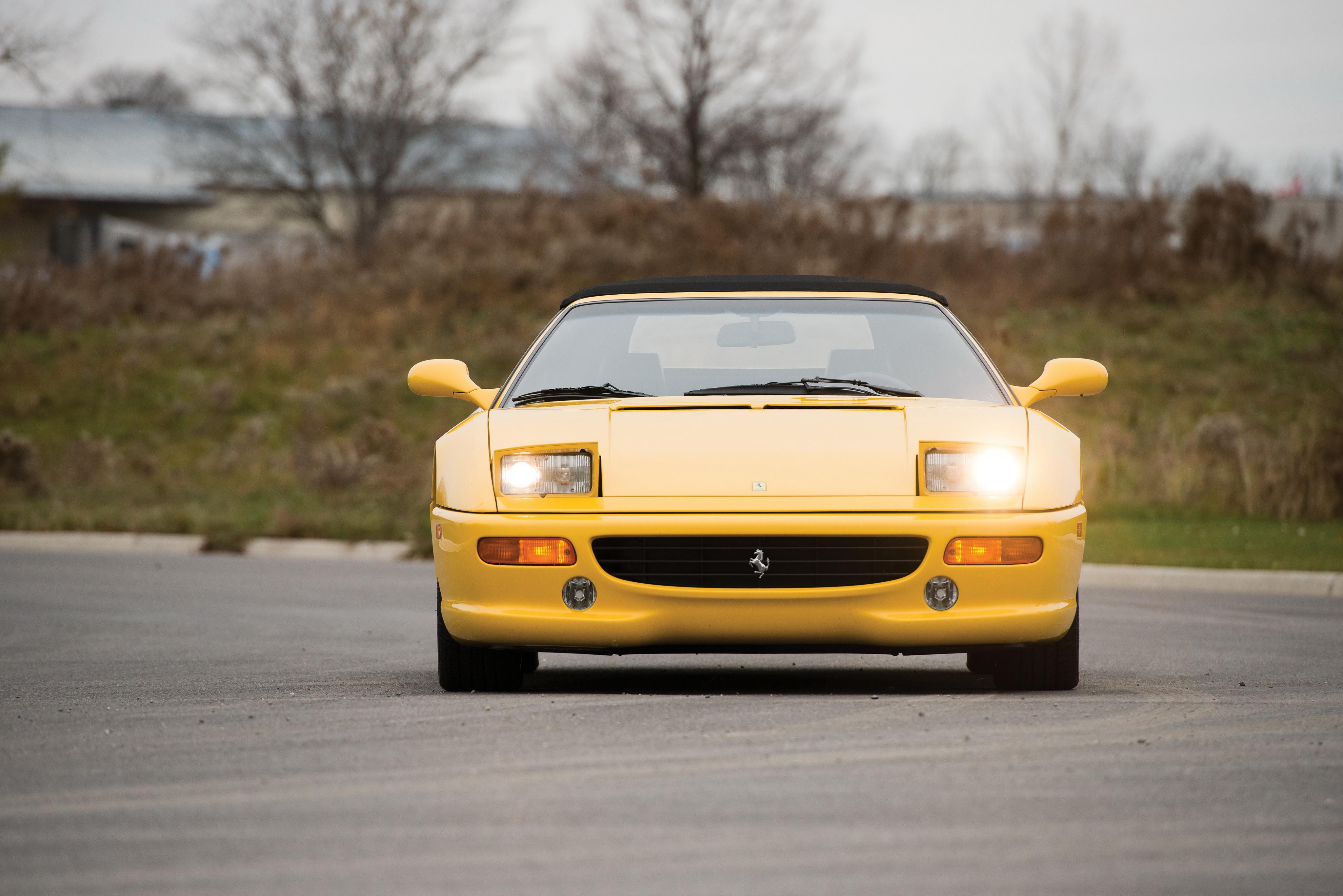 Легендарный Ferrari F355 был продан на аукционе США в ужасающем состоянии