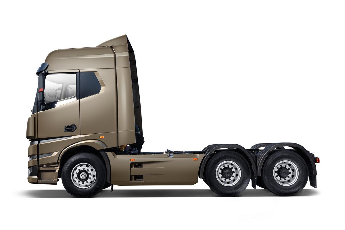 Компания Geely представила инновационный грузовик с метаноловым двигателем
