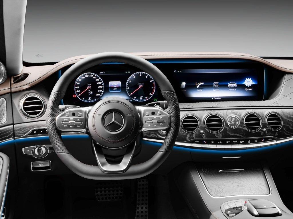 Очередное поколение Mercedes-Benz S-Class: первые фотографии салона уже в сети