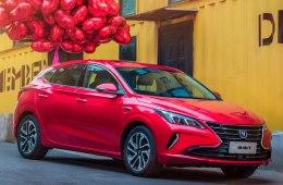 Опасный конкурент Toyota Corolla за 700 000 р.: АКПП, расход 6,5 л., светодиоды, климат и литье. Changan Eado XT 2019