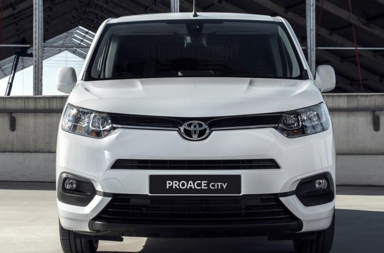 Минивэн от Toyota: 8АКПП, 7 мест, 4 400 литров в багажнике, «дизель» или «бензин». Все это Proace City за 1,4 миллиона рублей