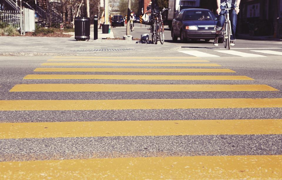 Какой подвох скрыт в понятии «уступи дорогу пешеходу»? Юристы рассказали, как отстоять свои права и сэкономить на штрафе.
