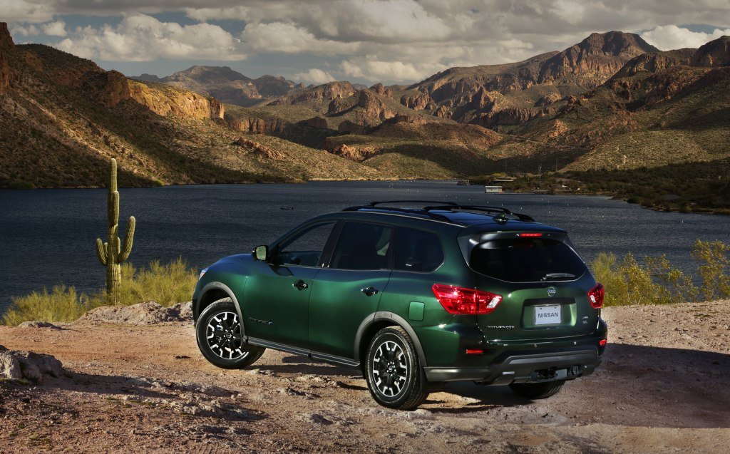 Nissan Pathfinder нового поколения: показана внешность рамного внедорожника и раскрыты моторы