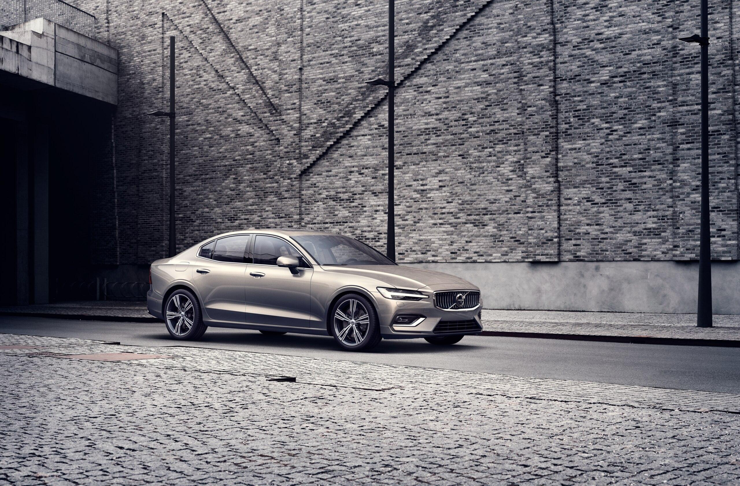 Доступная цена, пневмоподвеска, полный привод и лучший комплекс безопасности: новый Volvo S60 2021 года