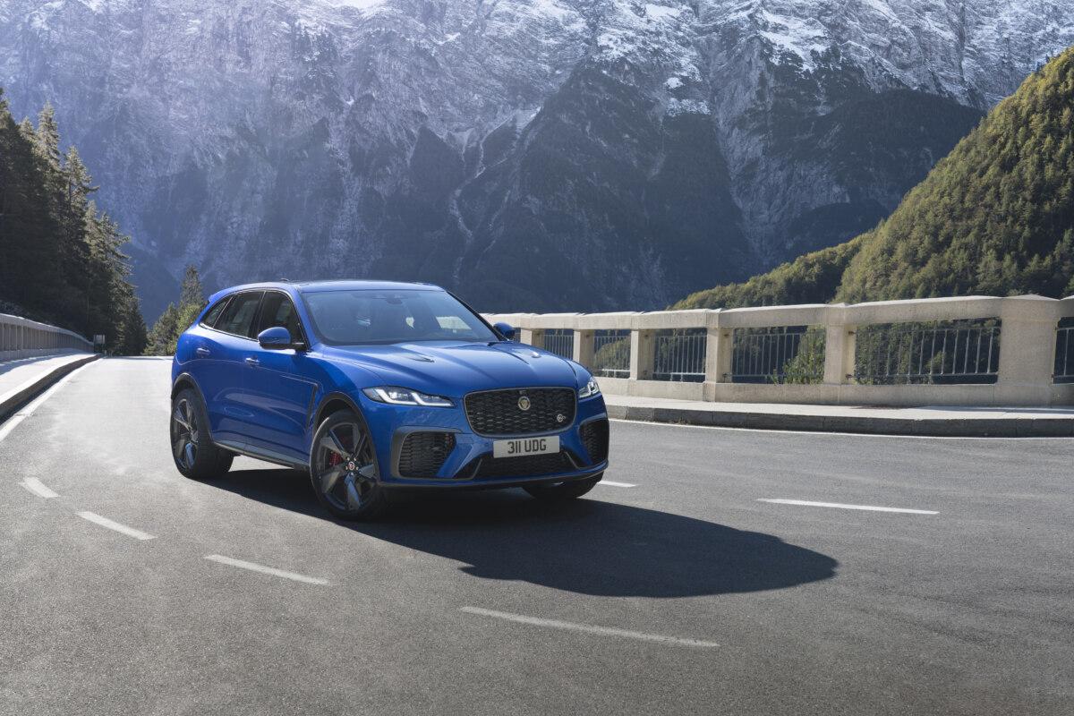 Кроссовер Jaguar F-Pace SVR стал динамичнее и еще роскошнее после обновления
