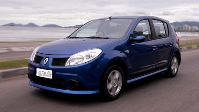 Фото Renault Sandero - вид спереди