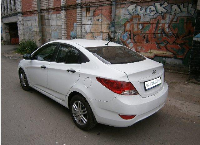 Фото Hyundai Solaris. Вид сзади.
