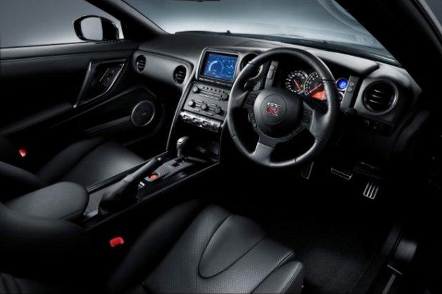 Фото Nissan GT-R - Салон