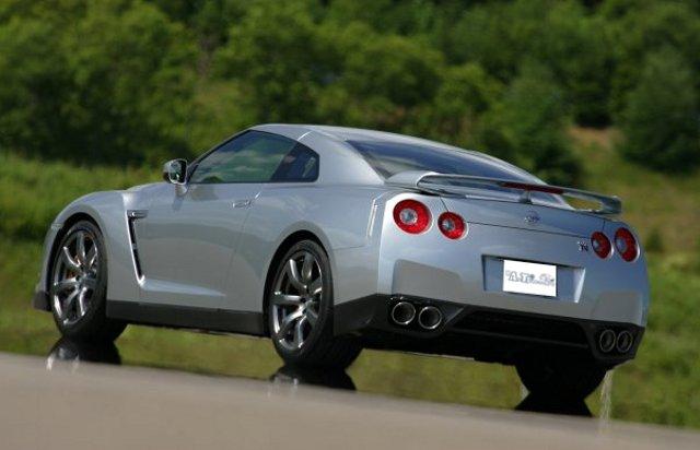 Фото Nissan GT-R - Вид сзади