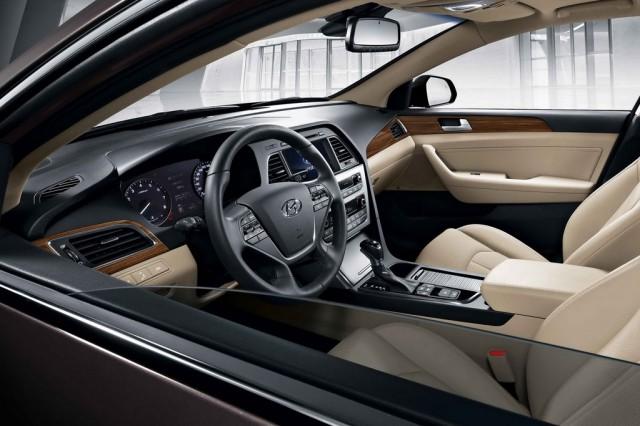 Салон Hyundai Sonata - Передние сидения