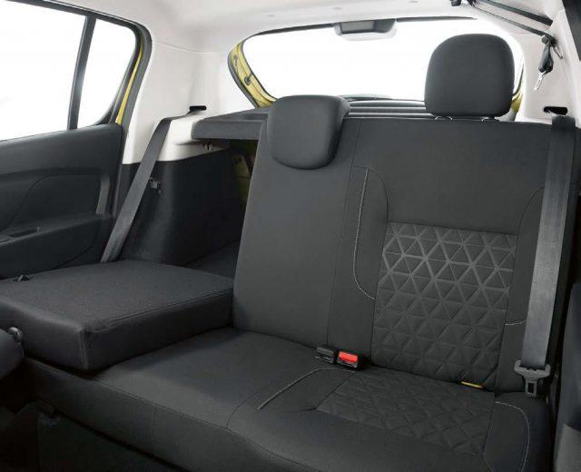 Задние сиденья складываются, тем самым увеличивая полезный объем багажника