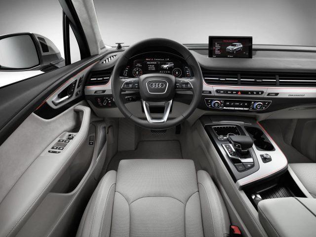 Фото салона Audi Q7 2015-2016