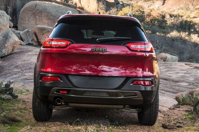 Фото Jeep Cherokee 2015-2016 - вид сзади