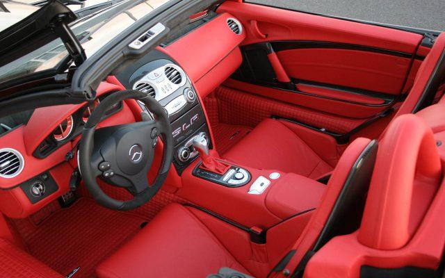 Фото кожаного салона Mercedes SLR MC Laren