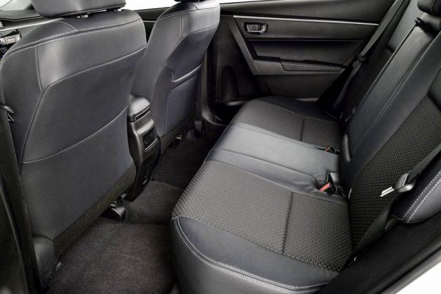 Задний ряд сидений новой Corolla 160