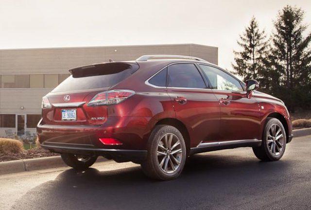 Новый кроссовер Lexus - вид сзади