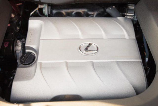 Фото двигателя нового внедорожника Лексус