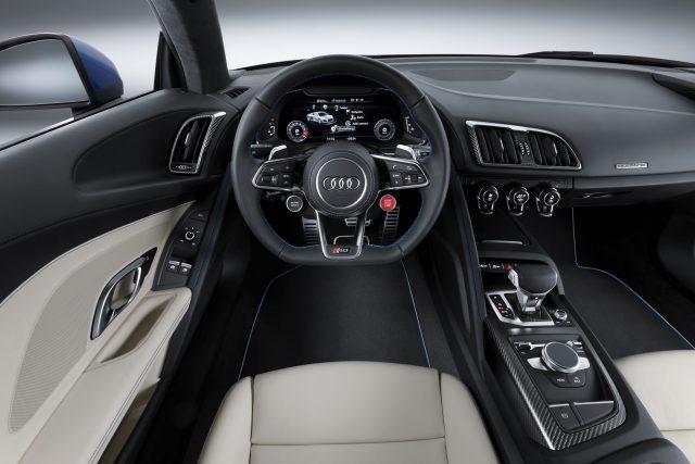 Фото салона нового Audi R8 2015-2016