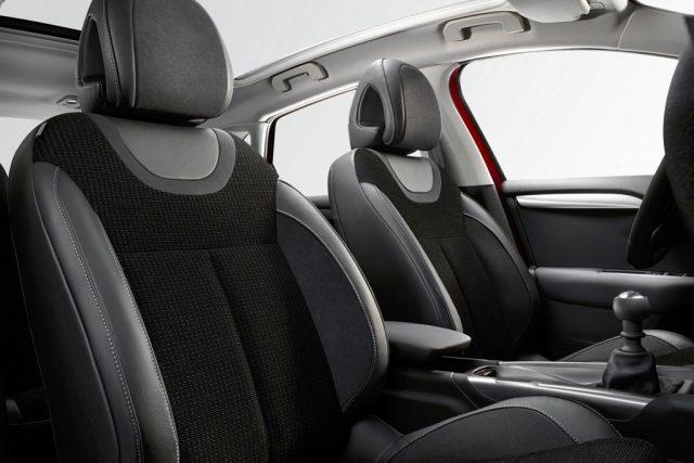 Фото салона Citroen C4 2015-2016 - передние сиденья