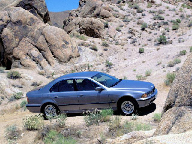 Фото БМВ 5-Series E39 2003