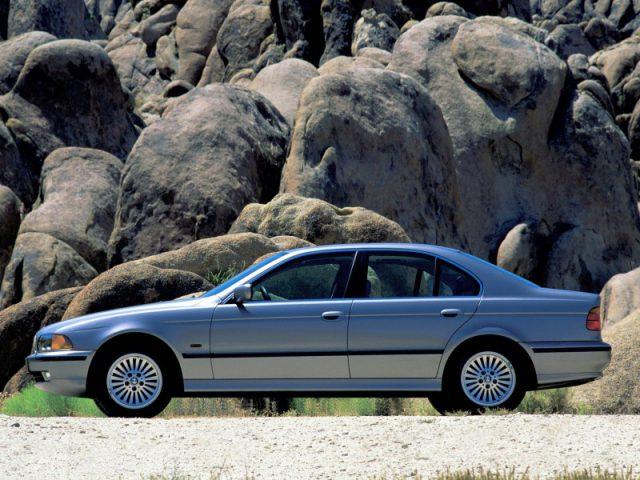 Фото BMW E39 вид сбоку