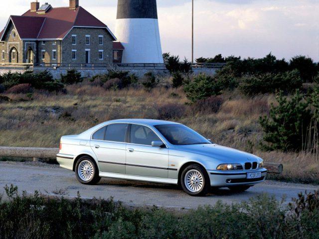 Фото BMW 5-Series E39 2003 вид сбоку