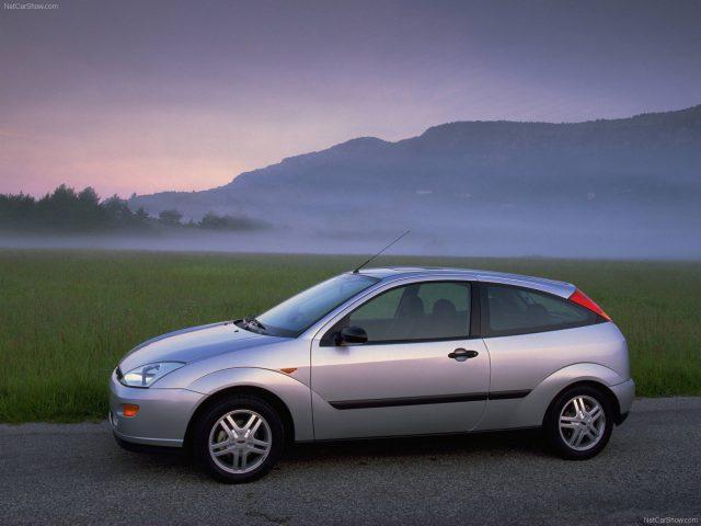 Фото Ford Focus 1 1998 вид сбоку