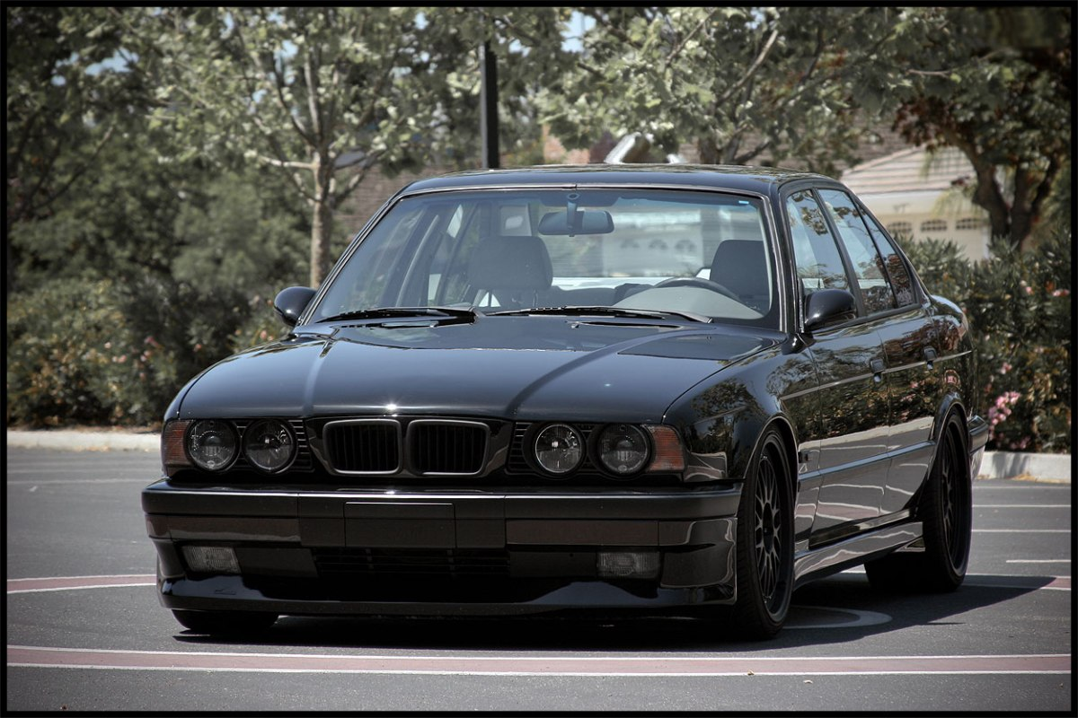Фото тюнинговой BMW E34