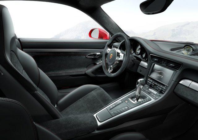 Фото салона Порше 911 RS3