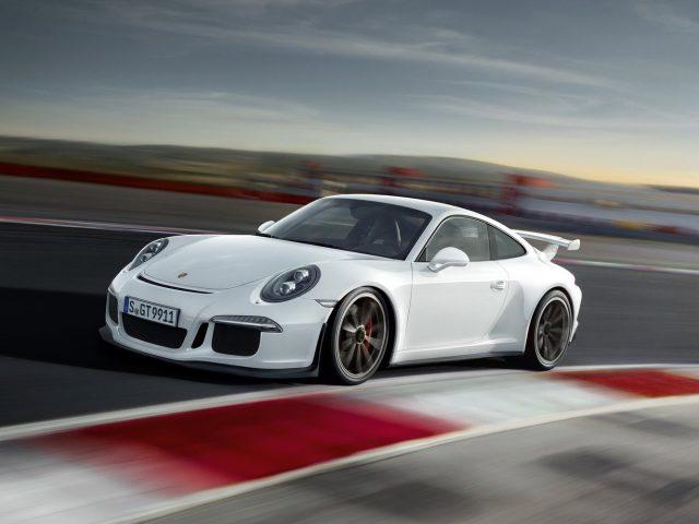 Фото обновленного в 2013 году Porsche 911