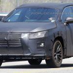 Семиместный внедорожник Lexus RX попал в объективы автомобильных папарацци