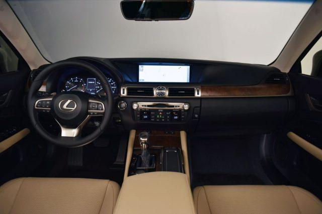 Фото салона Lexus GS 2016-2017