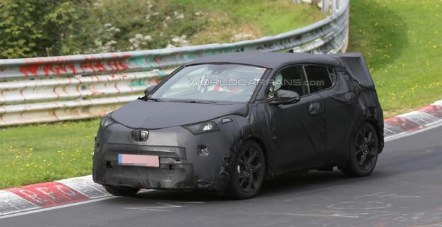Фотошпионы опять сняли во время испытаний прообраз Toyota C-HR