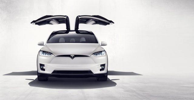 Официальное представление новой модели X от Tesla прошло в Америке