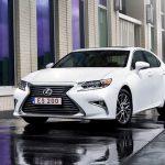 На территории РФ Lexus ES продается со скидкой в 100 тысяч