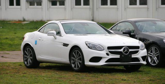 Новинка Mercedes-Benz SLC была сфотографирована без маскировки