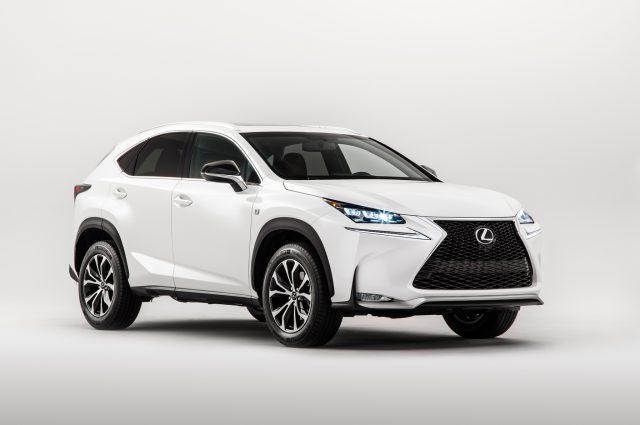 Компания Lexus бьет российские рекорды продаж