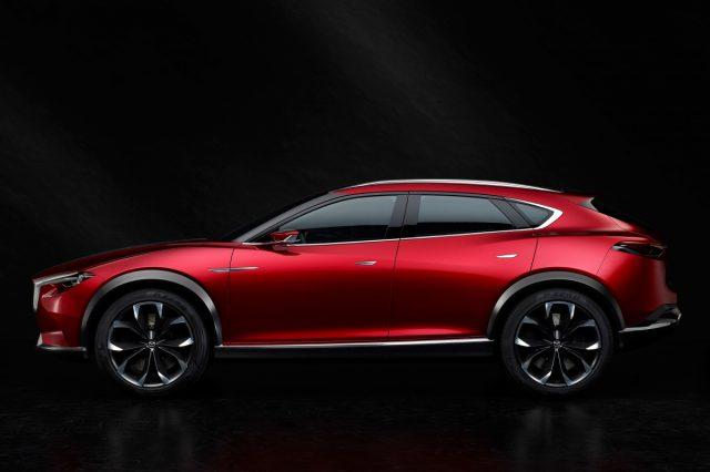Новинка Mazda CX-4 2016 модельного года была замечена без маскировки