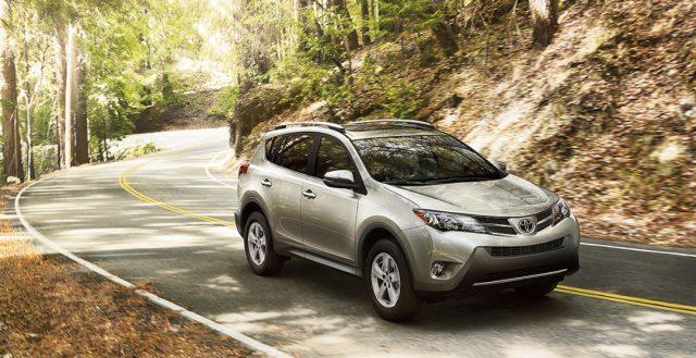 Бренд Тойота продал в России за прошлый месяц больше 6 000 автомобилей