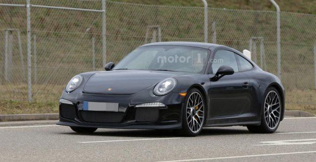 Новинку Porsche 911 R заметили папарацци