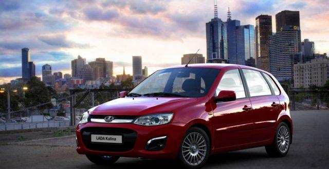 Компания «АвтоВАЗ» уменьшила партию выпускаемых моделей Лада Приора и Калина