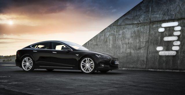 Компания Тесла решила выпустить недорогой вариант Модели 3
